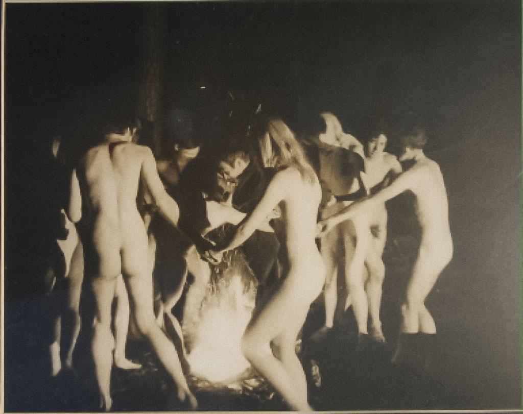 Nude rituals