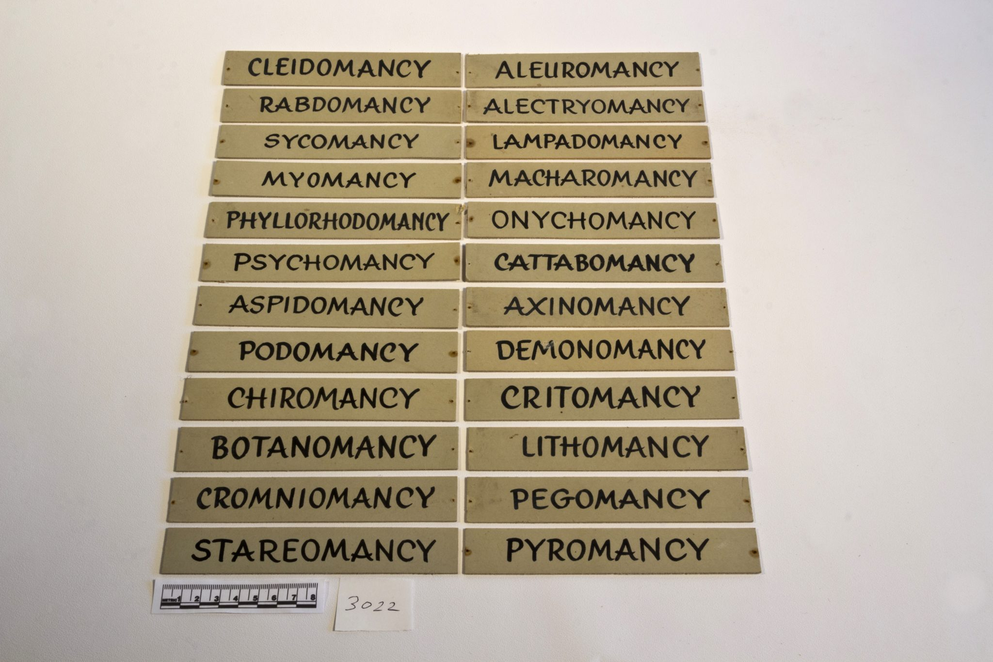 3022 - Types of divination labels: Old Museum labels